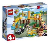 LEGO Toy Story 4 10768 Speeltuinavontuur van Buzz en Bo Peep-Linkerzijde