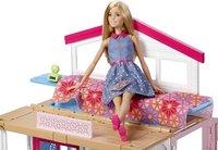 Barbie maison avec piscine et 3 poupées-Image 1