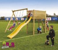 BnB Wood schommel met speeltoren Goal met gele glijbaan-commercieel beeld