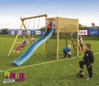 BnB Wood schommel met speeltoren Goal met blauwe glijbaan-commercieel beeld