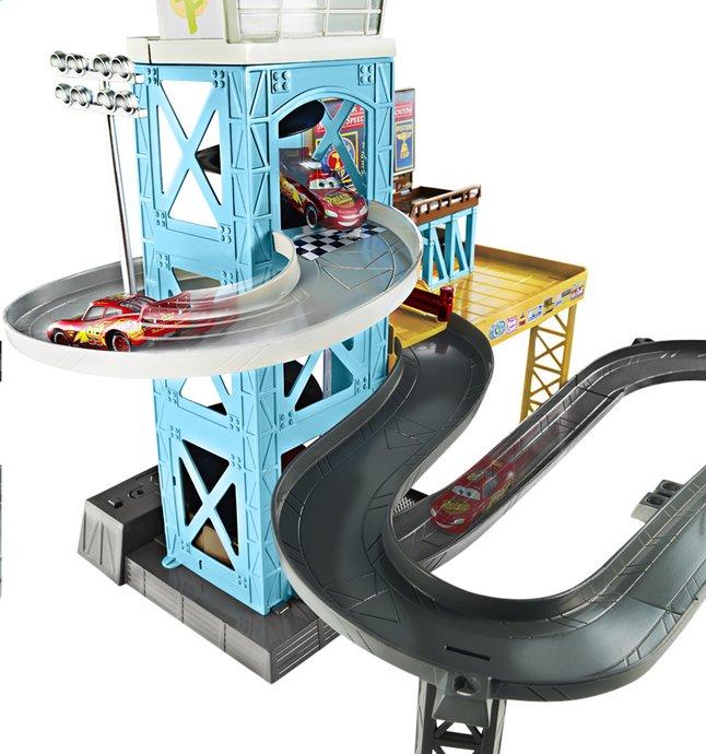 Disney cars 3 garage motoris dreamland for Garage a domicile 95